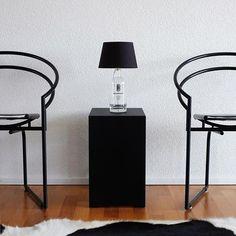 www.brandeau.ch I  Brandeau Light. ••• #brandeau #brandeaubottles #wasser #water #wasserflasche #stilleswasser #flasche #karaffe #wasserkaraffe #glasflasche  #tapbottle #tapwater #greyscale #blackandwhite #designerset #fell #designerbottle #glasdesign #stylish #glasstyle #mariobotta  #latonda #stylingideas #tischlampe #light #lamp #tablelamp