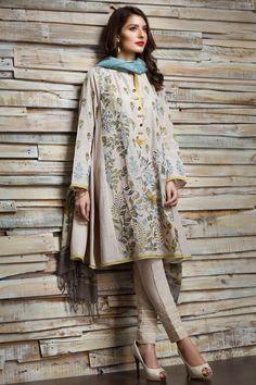 Designer Suits For Women - Pk Fashion Pakistani Dresses Casual, Pakistani Dress Design, Casual Dresses, Pakistani Couture, Indian Attire, Indian Outfits, Indian Wear, Eid Outfits, Indian Look