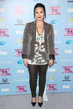 DEMI LOVATO  La cantante llegó a la fiesta en honor a los finalistas de The X Factor (FOX) en sus usuales pantalones de cuero negro. La ...