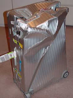 RIMOWA vs Heathrow Airport !