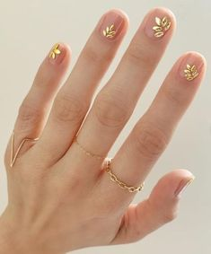 Pretty spring nail art inspiration You are in the right place about fun Spring Nails Here we offer you the most beautiful pictures about the Spring Nails lavender you are looking for. When you examine the Pretty spring nail art inspiration Gold Nail Art, Gold Nails, Gradient Nails, Holographic Nails, Stiletto Nails, Coffin Nails, Acrylic Nails, Pearl Nail Art, Gold Manicure