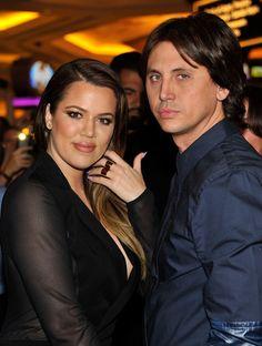 Pin for Later: Kim Kardashian ließ es ordentlich krachen in Las Vegas  Schwester Khloé und Jonathan Cheban waren mit von der Partie und tanzten durch die Nacht.