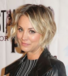 Kaley Cuoco has been on Team Short Hair for a while now—but it seems she's about to abandon ship—at the People's Choice Awards, her strands were so long she could be eligible for Team Midlength any second now. For most women, the hair-growing-out process is like going through puberty—all awkward stages and strange occurrences you just have to get past. Not so with Cuoco. Hers has morphed quite gracefully since its shortest point in January of last year. So we turned to her hairstylist...