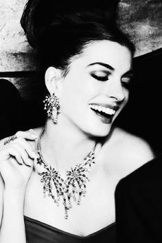 Anne Hathaway, beautiful teeth are the best accessory