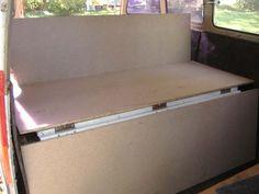 Cama en Kombi VW Vw Camper, Volkswagen Bus Interior, Camper Beds, Siege Camping, Truck Toppers, Van Bed, Kombi Home, Diy Fashion Hacks, Combi Vw