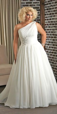 Wedding Gown - We have selected beautiful plus-size wedding dresses. These dresses have excellent design. Find the dress of your dreams and be the most attractive bride. Plus Size Brides, Plus Size Wedding Gowns, Plus Size Gowns, Curvy Bride, Mode Plus, Wedding Attire, Dress Wedding, Gatsby Wedding, Bling Wedding
