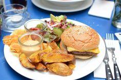 Tempeh-Burger im Das Augustin in Wien |Pixi mit Milch