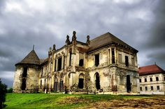 Bánffy Castle is an architectonic Baroque monument situated in the vicinity of Cluj-Napoca and is believed to be haunted by prisoners that died in the World War II ‪ ‪ ‪ ‪ Abandoned Castles, Abandoned Buildings, Creepy Old Houses, Vacation Wishes, Famous Castles, Medieval Castle, Bucharest, Historical Sites, Versailles