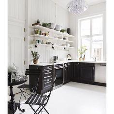 ****LUNA **** Black & white kitchen design open shelving