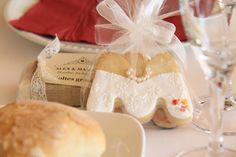 galletas inicial del nombre de quien cumple años... o de la palabra 'matrimonio' si es una boda