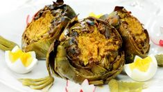 Alcachofas al horno con frutos secos Artichoke, Food, Gastronomia, Healthy Dishes, Food Items, Cooking, Baked Artichoke, Vitamins And Minerals, Entrees
