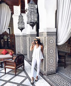 absolutely adore this all white outfit. the scene is also beyond perfect [Marrakesh Outfits – Milena le secret]