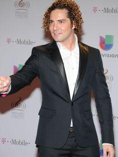 El español David Bisbal no sólo brillo por su buen gusto sino por su interpretación de Y si fuera ella en escena. (GFR Media / Julio Mosquera)