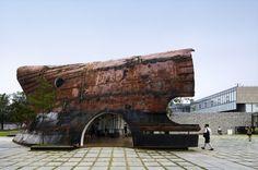 Em Seul na Coreia do Sul um antigo casco de navio virou um espaço para descanso e recreação. Demais! Arquitetura criativa!