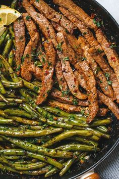 Garlic Butter Steak and Lemon Green Beans Skillet - So addicting! The flavor combination of this quick and easy one pan dinner is spot on! food dinner Garlic Butter Steak and Lemon Green Beans Skillet Steak And Green Beans, Lemon Green Beans, Steak And Beans Recipe, Meal Prep Green Beans, Paleo Green Beans, Sausage And Green Beans, Chicken Green Beans, Cooking Green Beans, Roasted Green Beans