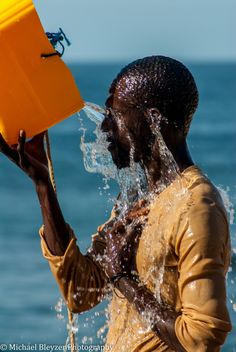 Fisherman's Shower . Senegal                                                                                                                                                                                 Mais