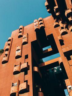 Visión utópica de Ricardo Bofill para la vida social, encontró la forma en las alturas cubistas y salas de Walden 7.   Salva López.