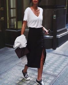 Stunning Street Style Spring And Summer Outfit Ideas (9) #outfitideassummerwomen