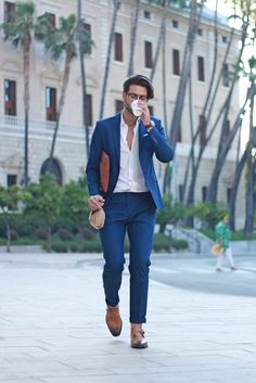 There's No Excuse For Sloppy Suit, Get Yourself A Proper Tailored Suit – And Rock It! casual suit look Casual Suit Look, Mens Casual Suits, Blazers For Men Casual, Stylish Mens Outfits, Men's Suits, Mens Suits Style, Casual Wedding Suit, Summer Wedding Suits, Casual Suit Jacket