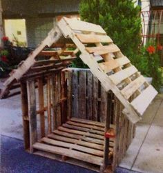 Basically the idea Jon gave us but we have smaller pallets so it worked better for a dog house. This would almost work as a playhouse for kids Christmas Yard, Christmas Nativity, Outdoor Christmas, Pallet Crafts, Diy Pallet Projects, Dog Houses, Play Houses, Chicken Coop Pallets, Chicken Coops