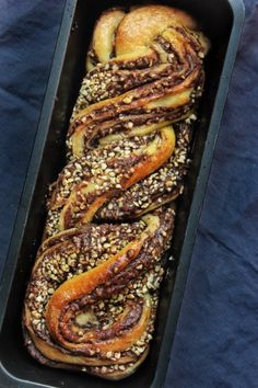 Nutellás babka | Ízből tíz Healthy Cake Recipes, Sweet Recipes, Real Food Recipes, Yummy Food, Chocolate Graham Cracker Crust, Babka Recipe, In Defense Of Food, Food Porn, Food Lab