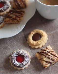 "<a href=""http://mafleurdoranger.com/2016-06-assortiment-de-biscuits-sables-avec-la-meme-pate"">Assortiment de biscuits sablés avec la même pâte</a>"