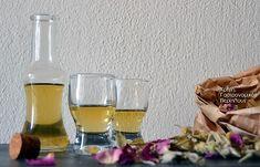 Το σαρανταβότανο ή σαρανταδέντρι κι ένα χωνευτικό λικέρ με βότανα - cretangastronomy.gr Cold Drinks, Alcoholic Drinks, Cocktails, Infused Water, Greek Recipes, Wine Glass, Herbs, Bottle, Tableware