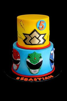 """If your little one gets excited at the sound of """"Go, go Power Rangers!"""", chances are he will be even more excited about these 15 Power Rangers birthday party ideas we've put together. Power Rangers Dino, Tortas Power Rangers, Samurai Power Rangers, Power Ranger Dino Charge, Bolo Power Rangers, Power Rangers Birthday Cake, Power Ranger Cake, Power Rangers Ninja Steel, Pawer Rangers"""