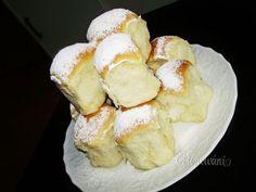 Ceske Buchty - Soft, Stuffed Czech Rolls - Recipe in Czech Czech Recipes, Russian Recipes, Snack Recipes, Cooking Recipes, European Cuisine, Bread And Pastries, Desert Recipes, Pain, Afternoon Tea