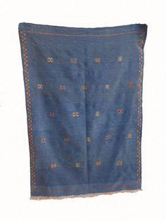MOROCCAN BERBER RUG de la boutique timitar sur Etsy Moroccan Berber Rug, Collections, Boutique, Vintage, Rugs, Etsy, Unique Jewelry, Farmhouse Rugs, Vintage Comics