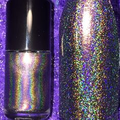 A chameleon pigment that shifts from copper, to gold, to green with a ton of linear holo. Opaque at two coats.