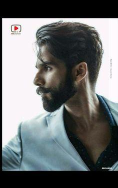Shahid kapoor 18.2.18 Mens Hairstyles With Beard, Cool Hairstyles For Men, Latest Hairstyles, Hair And Beard Styles, Long Hair Styles, Trending Hairstyles, Actor Picture, Actor Photo, Kiara Advani