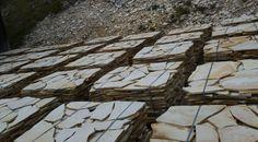Solnhofener Polygonalplatten aus dem Steinbruch