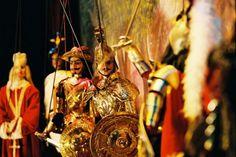 """Museo e Teatro dei #Pupi #F.lli Napoli in #Catania op #Sicilië - Het #museum is gewijd aan de fascinerende wereld van de """"pupi"""" van Catania, met #poppen van het einde van de 19e eeuw en van het begin van de 20e eeuw, behorende tot de familie Napoli, poppenspelers in Catania sinds 1921. In het #Theater, verzorgt de Familie Napoli regelmatig de Opera dei Pupi volgens de oude traditie van Catania."""