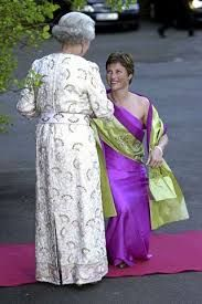 OSLO 20010531: Prinsesse Märtha Louise ble ønsket velkommen til dronning Elizabeths middag i den britiske ambassadeboligen torsdag kveld. Foto: Knut Fjeldstad / SCANPIX