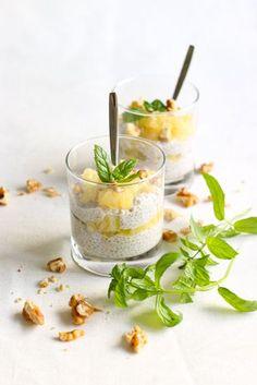 Kookossiirapilla maustetuista Del Monten ananaksista, kookosmaidosta ja chiasiemenistä syntyy...