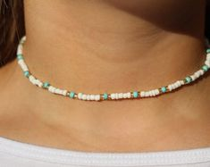 Beaded Choker Necklace, Diy Necklace, Necklace Designs, Beaded Bracelets, Blue Choker, Beaded Necklace Patterns, Beaded Jewelry Designs, Seed Bead Necklace, Cute Jewelry