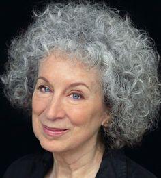 "Margaret Atwood.                                                              Romantic"" (de Morning in the Burned House):  ""... Still, who's taken in? Every time? Us, and our empty hands, the hands of starving nurses. It's bullet holes we want to see in their skin, scars, and the chance to touch them."" Y sin embargo, ¿quiénes se engañan, siempre? Nosotras, nuestras manos vacías,  Manos hambrientas de enfermeras. Queremos ver heridas de bala en su carne, cicatrices, y poder tocarlas."