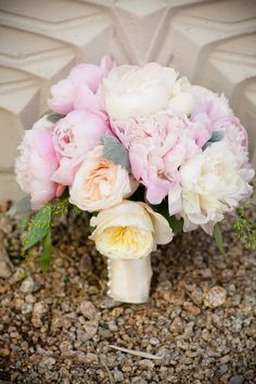 #Pink #Peach Bouquet - Stunning! Photography: Calloway Gable     See the wedding on SMP --  http://www.StyleMePretty.com/arizona-weddings/phoenix/2014/01/13/arizona-biltmore-wedding/