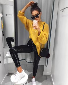 "24 k likerklikk, 172 kommentarer – Alicia Roddy (@lissyroddyy) på Instagram: ""Yessss back to cosy knits and vinyl trousers. Trousers are @missyempire """
