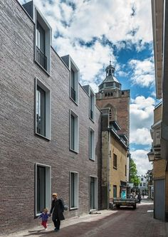 Dormer windows rise above the red brick facade of the only modern building on a historic Utrecht street, designed by local office Dreessen Willemse Architecten to house a shop and student residences ( Architecture Design, Facade Design, Residential Architecture, Contemporary Architecture, Exterior Design, Architecture Portfolio, Contemporary Design, Brick Facade, Facade House