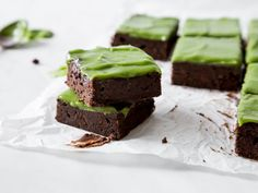 Avocado Brownies mit Frosting - schokoladig, fudgy, grün!