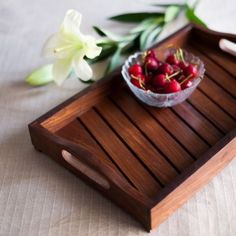 This elegant sheesham wooden tray with slanting strips handpainted in classic brown colour is perfect to serve your guests in style. The slanting strips on the surface of the tray adds a distinctive a