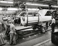 Men working on 1966 Cadillac automobile on assembly line Vintage Cars, Vintage Photos, Assembly Line, Old Factory, Old Classic Cars, Home Team, Car Photos, Buick, Old Cars