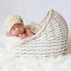 Cuna mimbre blanca. Atrezzo para fotos bebé. Cuna de mimbre de muñecas ideal para sacar reportajes fotográficos profesionales a bebés o recién nacidos. 45.00 €