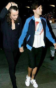 Louis es un cantante, Harry es un actor. Louis tiene novia y Harry es… #fanfic Fanfic #amreading #books #wattpad