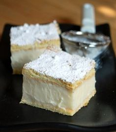 Vanilla Slice with recipe link from Baking Bites. There's a wee caff there thats serves the BEST Vanilla Slice! Just Desserts, Delicious Desserts, Dessert Recipes, Yummy Food, Vanilla Desserts, Australian Desserts, Australian Food, Eat Dessert First, Dessert Bars