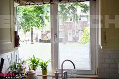 De oude kozijnen zijn vervangen voor kunststof kozijnen van Veka Topline. Deze plaatsing is afkomstig uit Rotterdam.