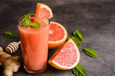 Apple Cider Vinegar and Grapefruit juice is an extraordinary immune booster. Grapefruit juice paves a tasty path for you to get your daily dose of ACV. Homemade Smoothies, Yummy Smoothie Recipes, Smoothie Drinks, Oatmeal Smoothies, Fruit Smoothies, Healthy Smoothies, Grapefruit Smoothie, Kiwi Berries, Grapefruit