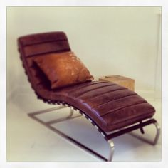Gorgeous chaise in aged leather | enjoy co.